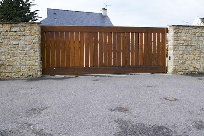 Portail coulissant en bois mur d 39 isolation ext rieur portail coulissant isolation exterieur - Isolation porte de garage battant bois ...