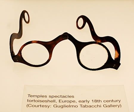 3547950e277 Tortoiseshell glasses from the early 18th century.