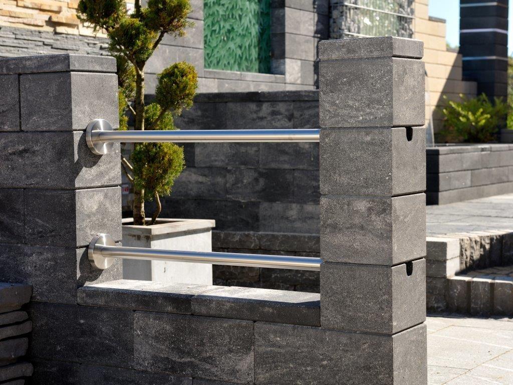Elegant mit Edelstahl Hier das Mauer System Vario Line in