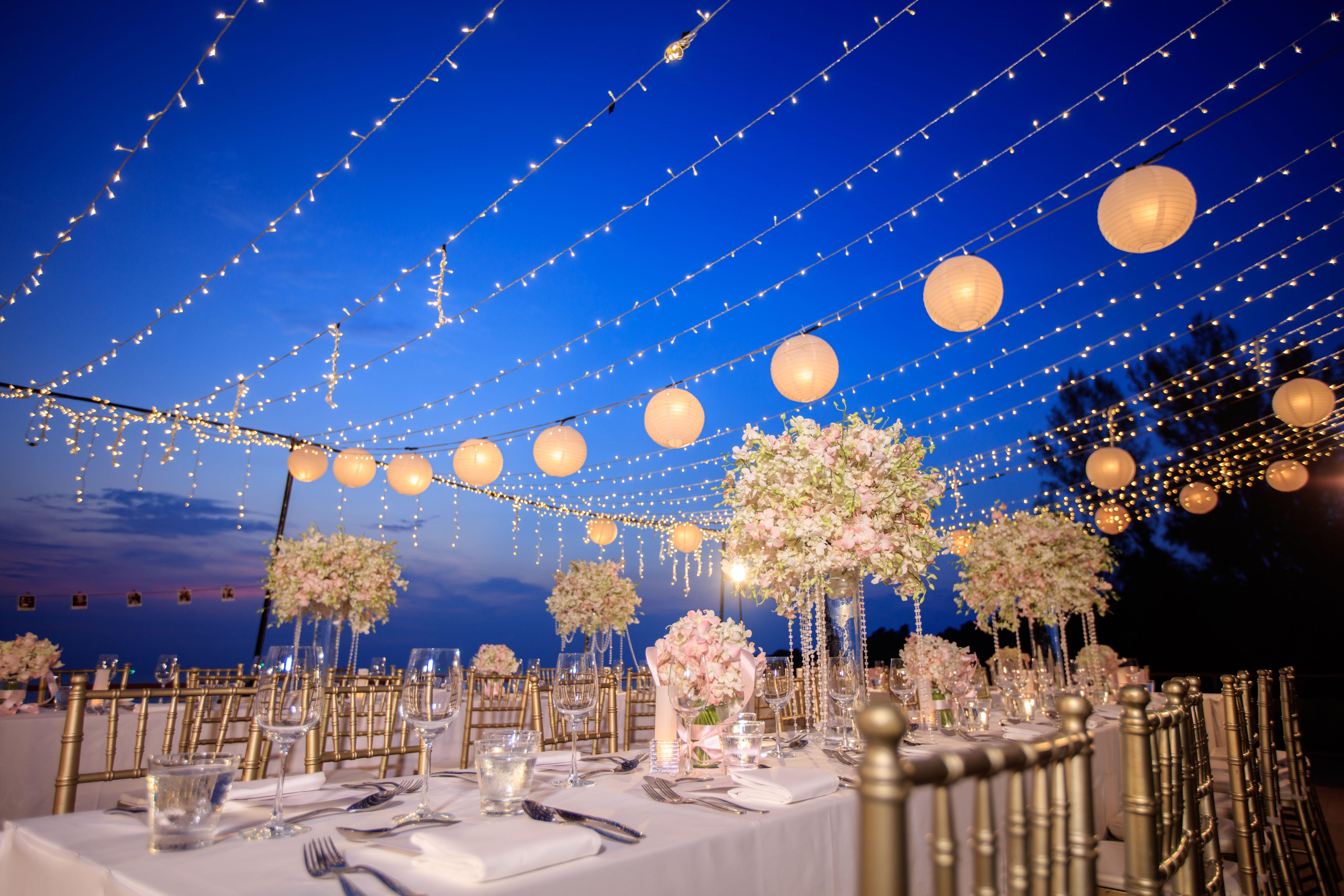 Little lights at your wedding / Pequeñas luces iluminan tu boda #Barceloweddings #weddings #lights #sky #blue