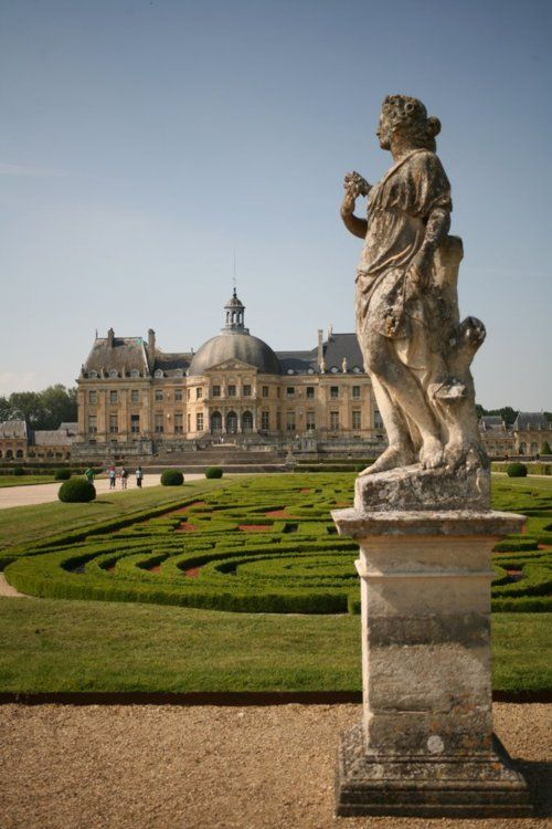 Château de Vaux-le-Vicomte; how cool would that be to have that as our hotel!!