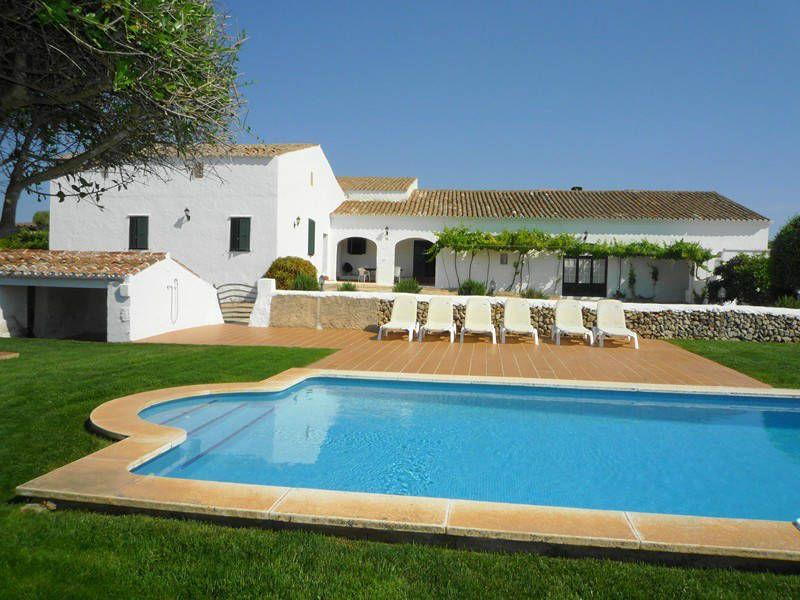 ¿Pensando quizá ya en las vacaciones? Yo, no os lo niego, sí. Una opción puede ser la del #alquiler de una bonita casa en #menorca, ¿no creéis?