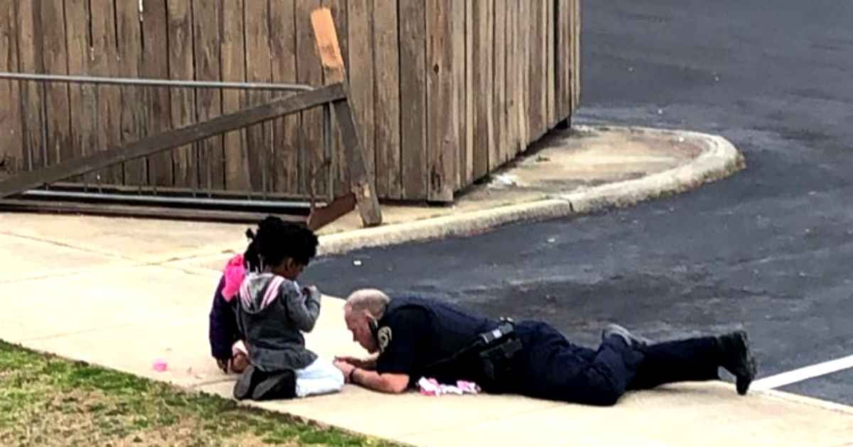 Police Officer Stops To Check If Kids Are Safe, Then Plays