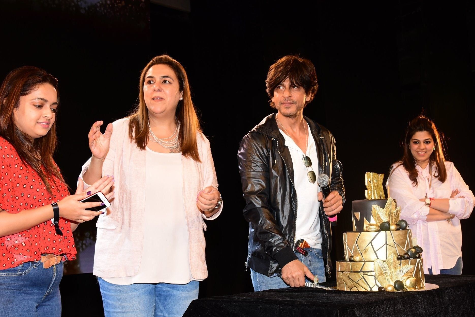Dt 02.11.2019 SRK celebrating his 54th Birthday with fans