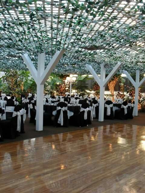 Rainbow Gardens Of Las Vegas Rainbow Garden Las Vegas Wedding Reception Venues Vegas Reception