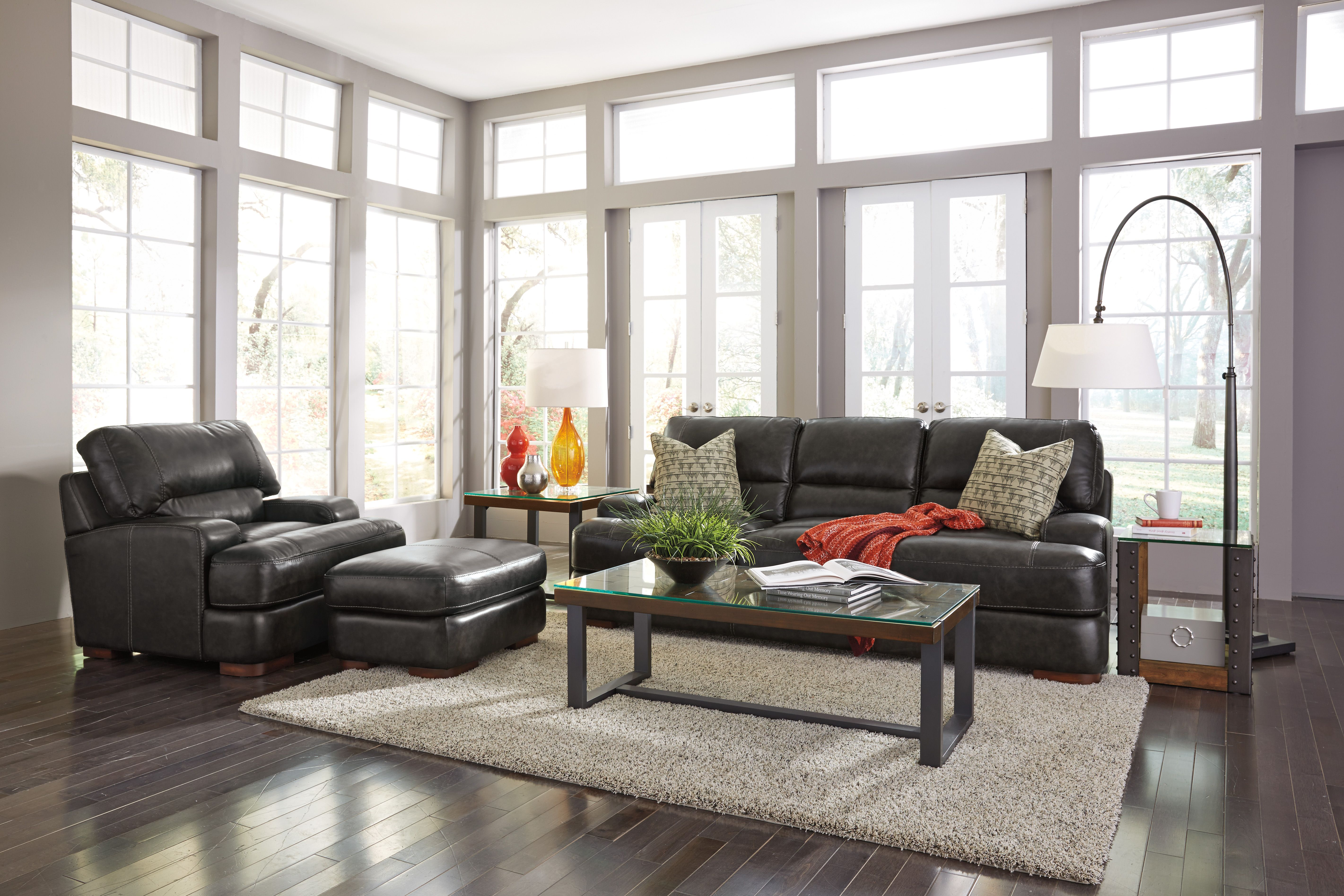 Flexsteel s Jillian sofa group has classic transitional styling
