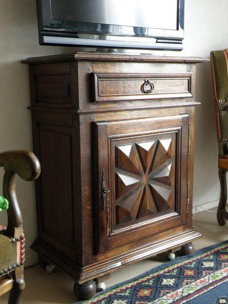 meuble confiturier louis xiii pointe diamanti occasion en france meubles pinterest normand. Black Bedroom Furniture Sets. Home Design Ideas