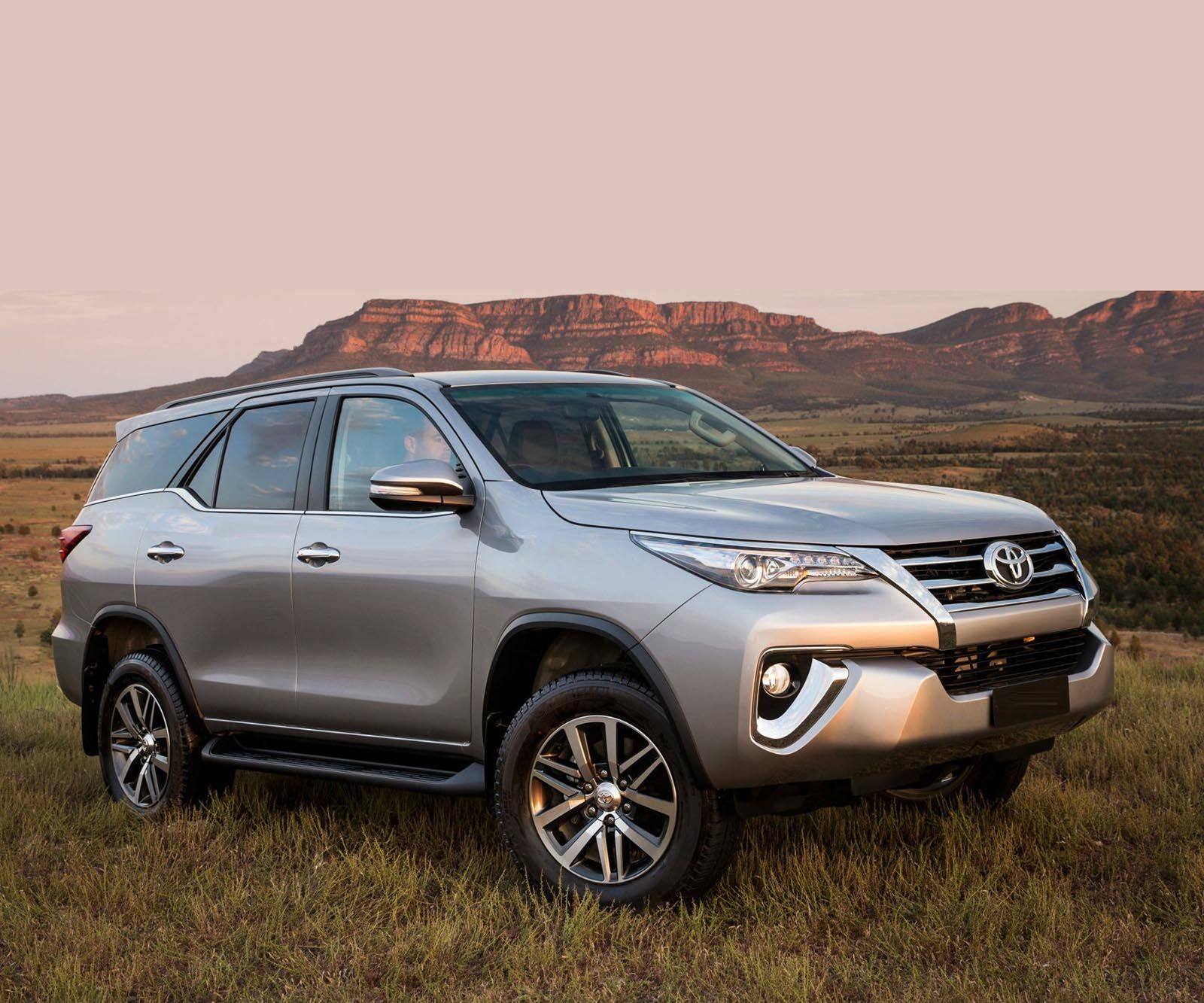 2018 toyota fortuner review redesign cars pinterest toyota toyota 4x4 and cars