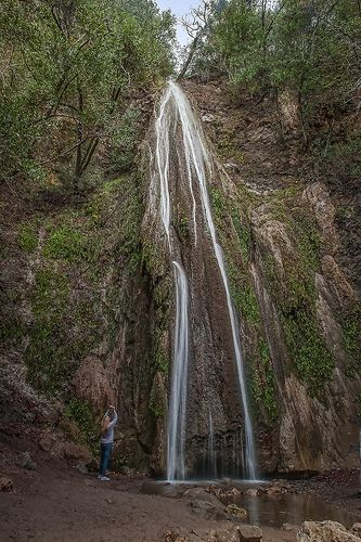 Nojoqui Falls is in northern Santa Barbara County, only a few miles off Highway 101. It's an easy hike and a beautiful sight to reward you. http://www.discover-central-california.com/nojoqui-falls.html Nojoqui Flow | Flickr - Photo Sharing!