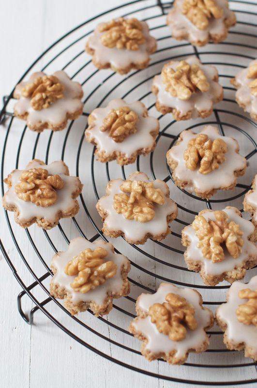 Delicious and easy-to-make Swiss Walnut Christmas Cookies Recipe