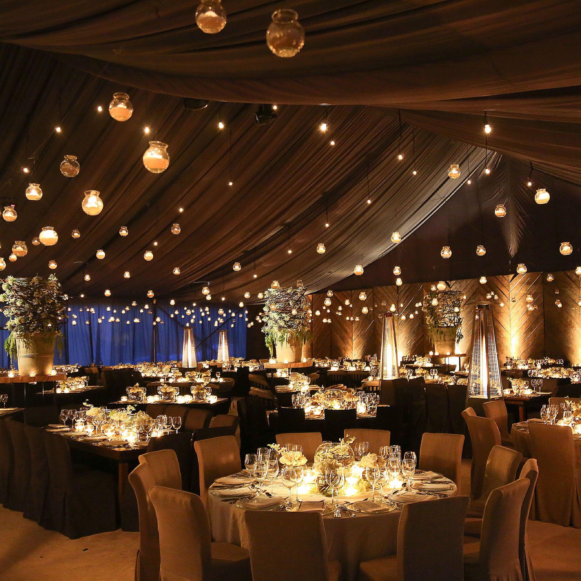 Wedding reception decoration ideas with lights  Detalle de luces en techo Decoracion de mesas sencilla Peter de
