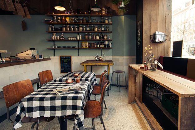 Voldaan - Huisgemaakte soepen, verse salades en homemade ballen. Klein maar o-zo-fijn. http://www.foodinspiration.nl