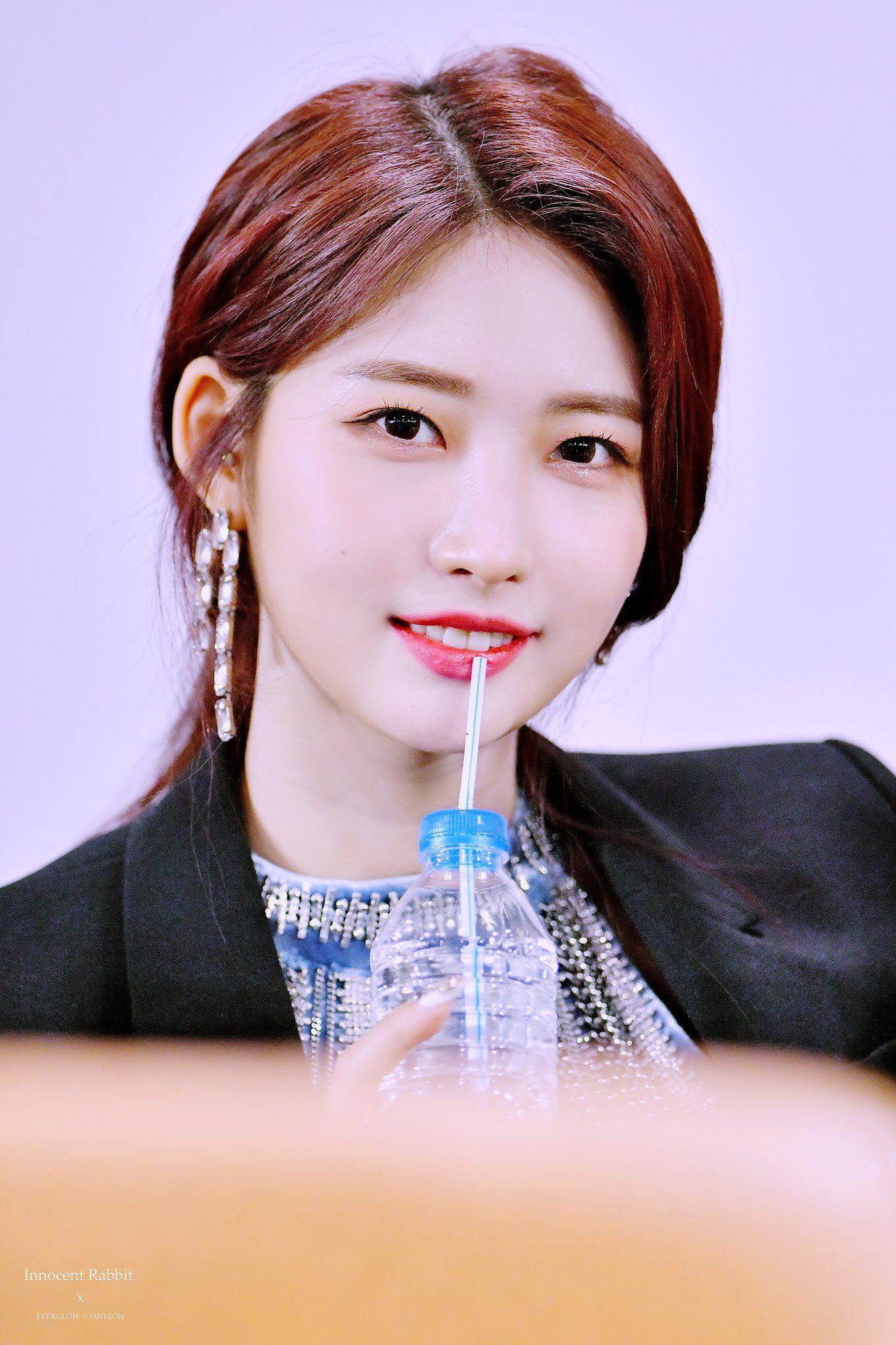 Innocent Rabbit On Twitter In 2020 Headshots Professional Kpop Kim