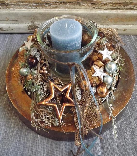 edler Adventskranz auf Bronze AlutellerKranz | Etsy #rustikaleweihnachtentischdeko