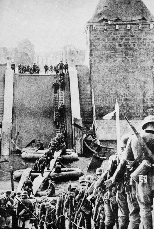1940  German soldiers, Maastricht, Holland