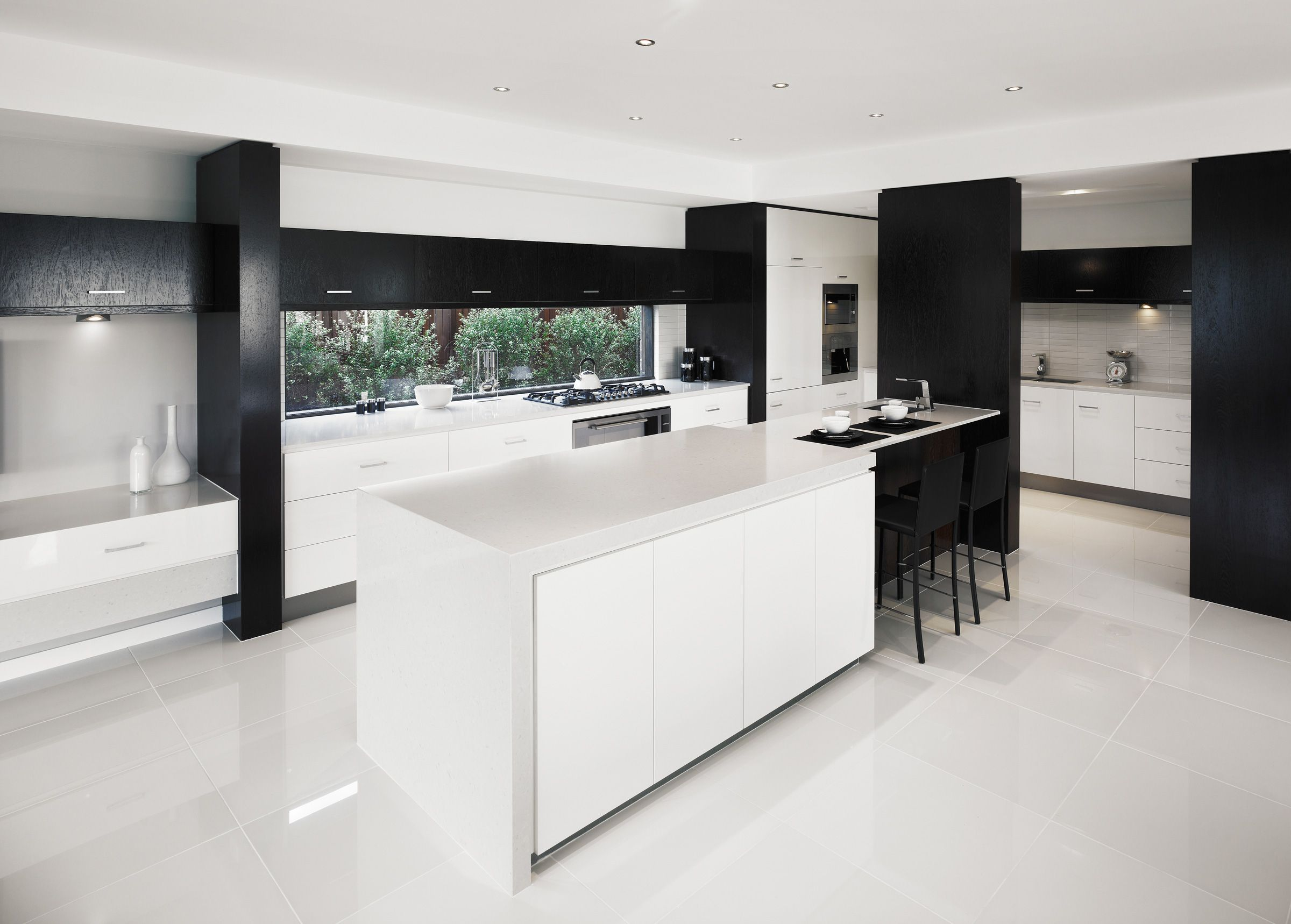 Luxury White Cubicle Island Kitchen Bench Tops With Black