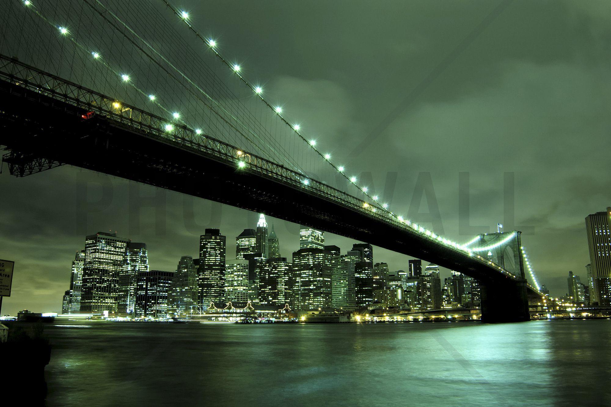 Brooklyn Bridge at Night Green - Tapetit / tapetti - Photowall