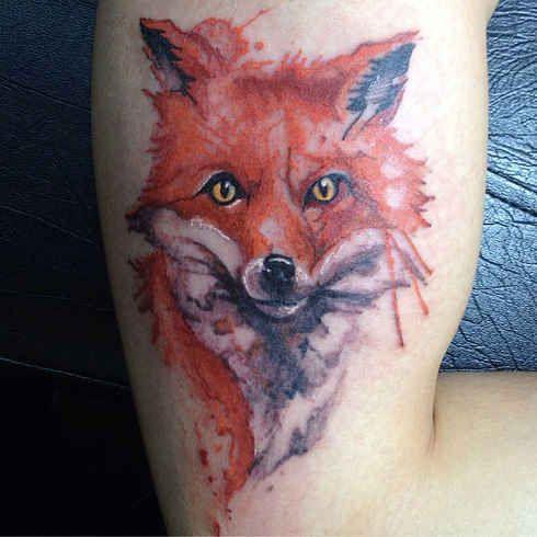 Conoce el increíble trabajo de este tatuador brasileño que transforma tu piel en una acuarela