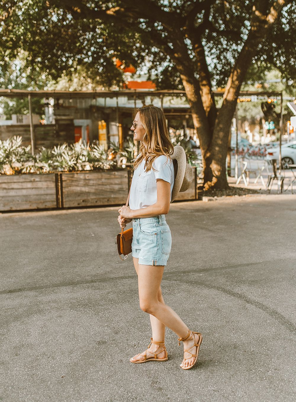 abf2ea41e5f5 livvyland-blog-olivia-watson-austin-texas-fashion-style-blogger-what-to-wear -levis-501-denim-shorts-festival-outfit-idea-10
