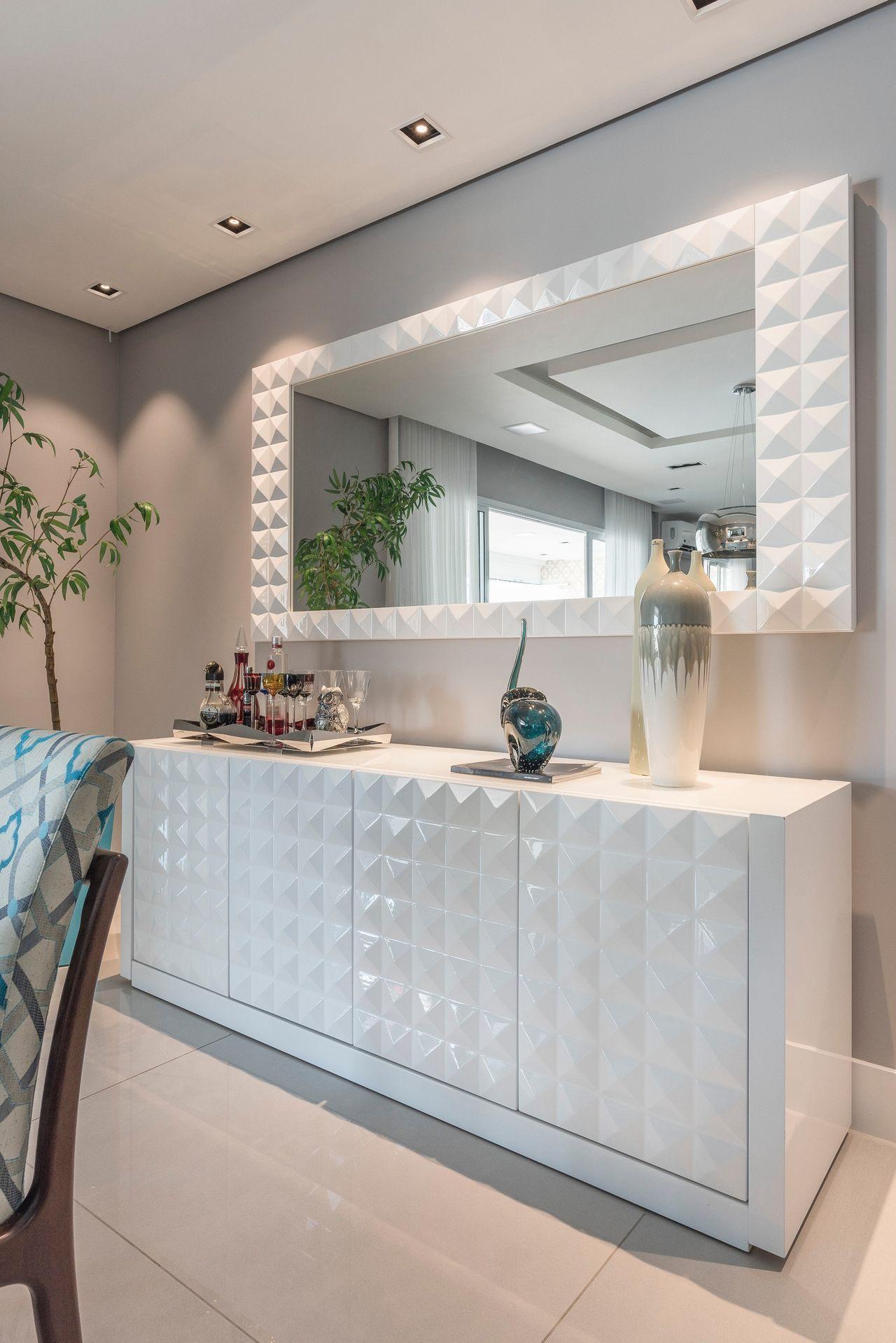 Aparador Branco com Textura 3D na Sala de Jantar móveis Sala de Jantar, Aparador branco e  -> Decoração Para Aparador De Sala De Estar