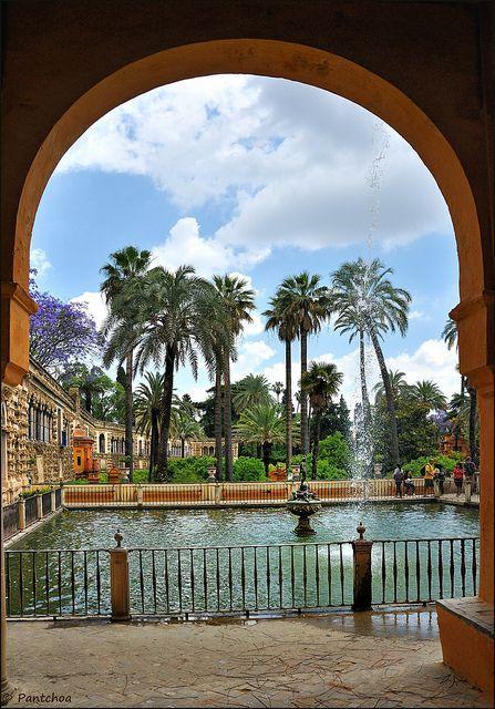 Sevilla : Alcázar : Estanque de Mercurio - 1/2   -  EXPLORE by Pantchoa, via Flickr