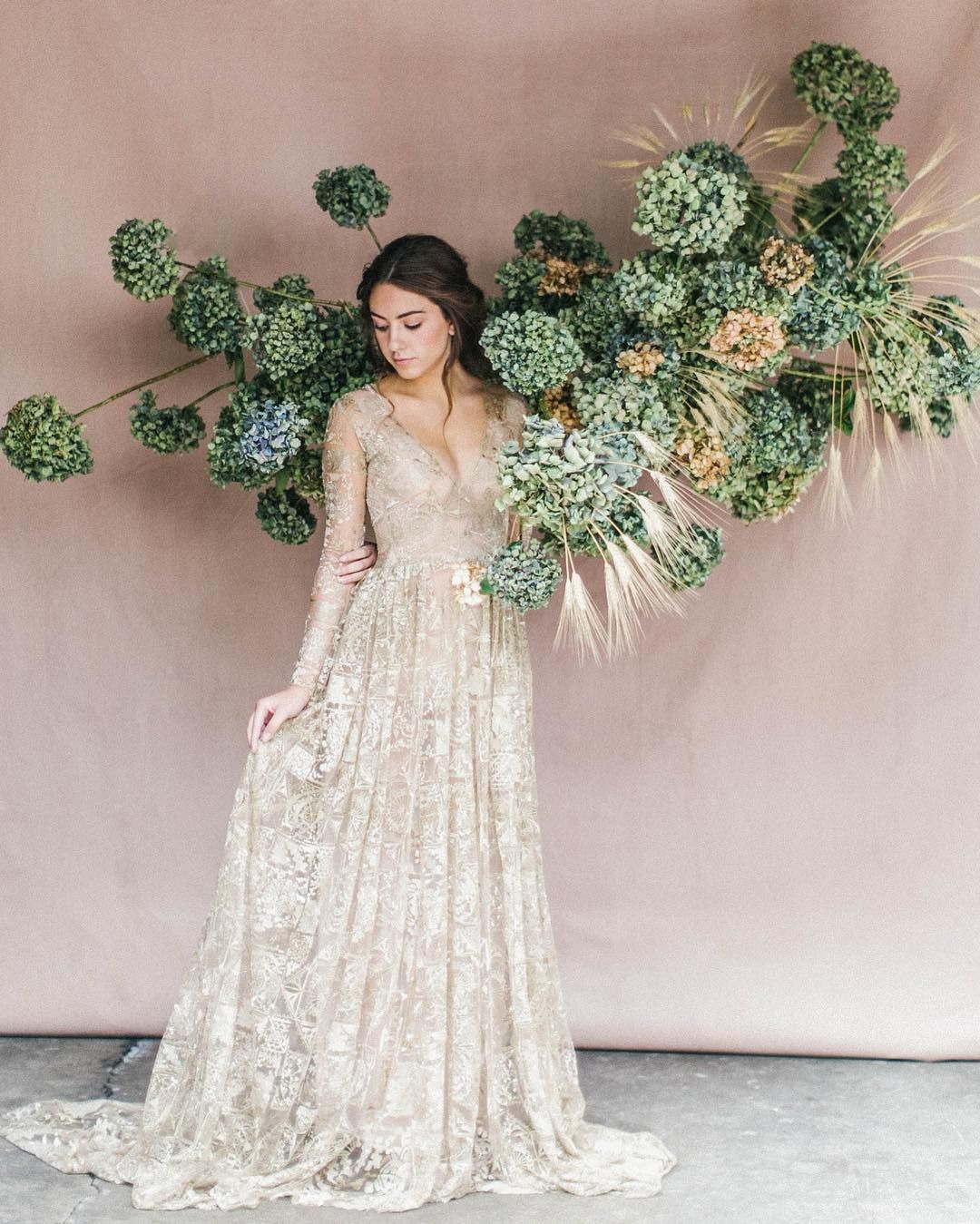White Wedding Gown Hydrangea: Dried Hydrangea Install By @hart_floral 😍 Photograph In