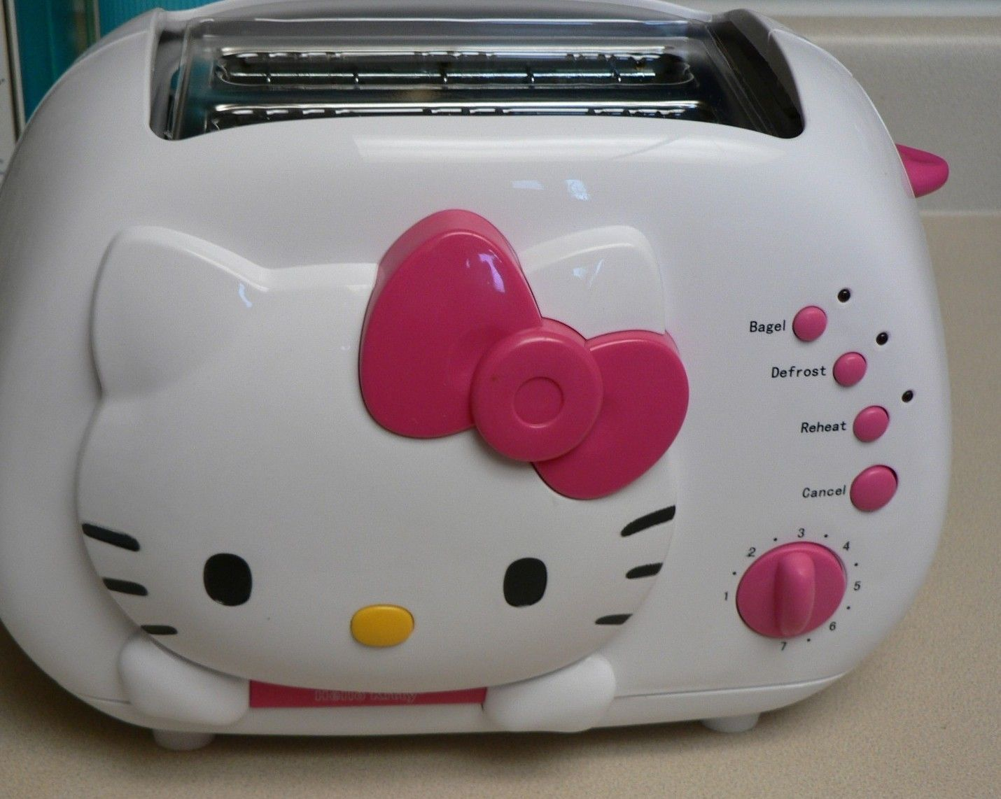 HELLO KITTY 2 slot TOASTER Wide Slots Adj. Shade Settings TOASTS PIC ON BREAD