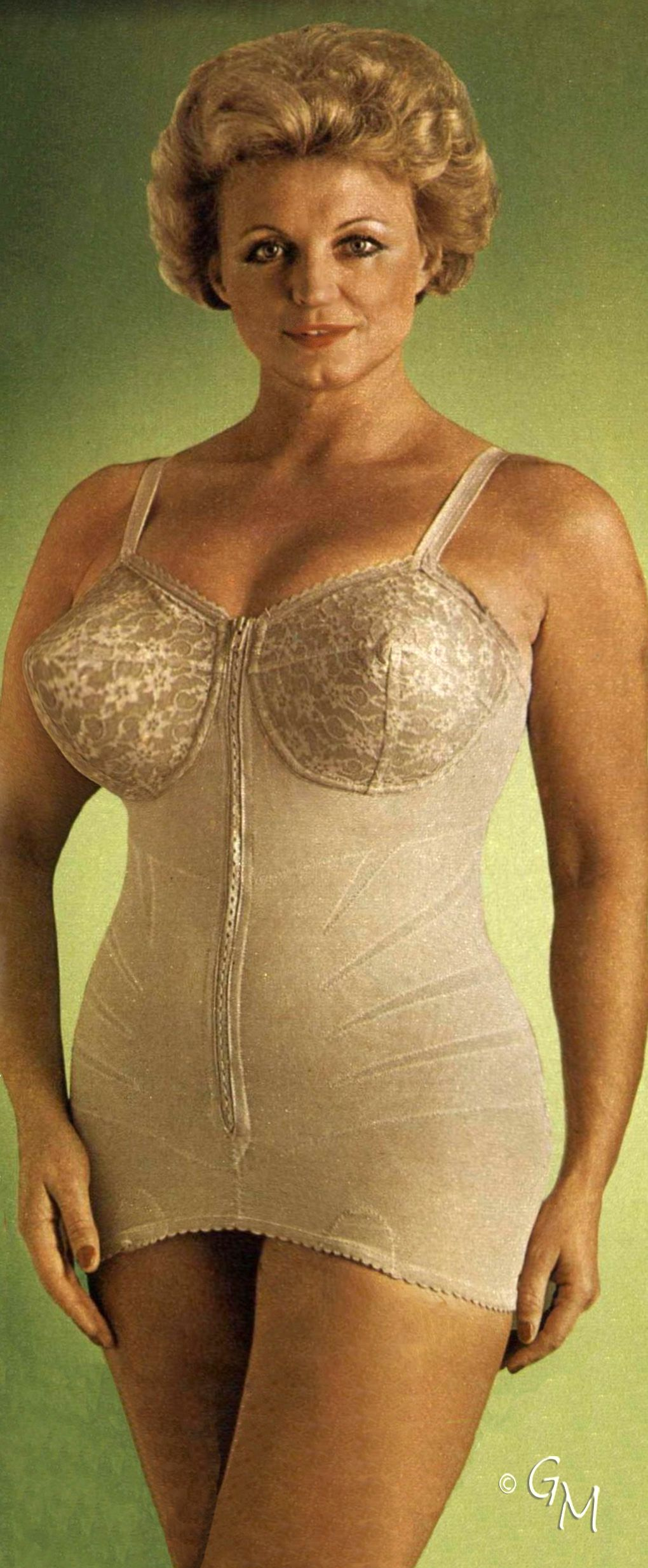 new products 8548a aa2bc Pin auf Vintage Girdle