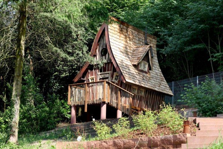 Übernachten im Hexenhaus Witch house, Crooked house