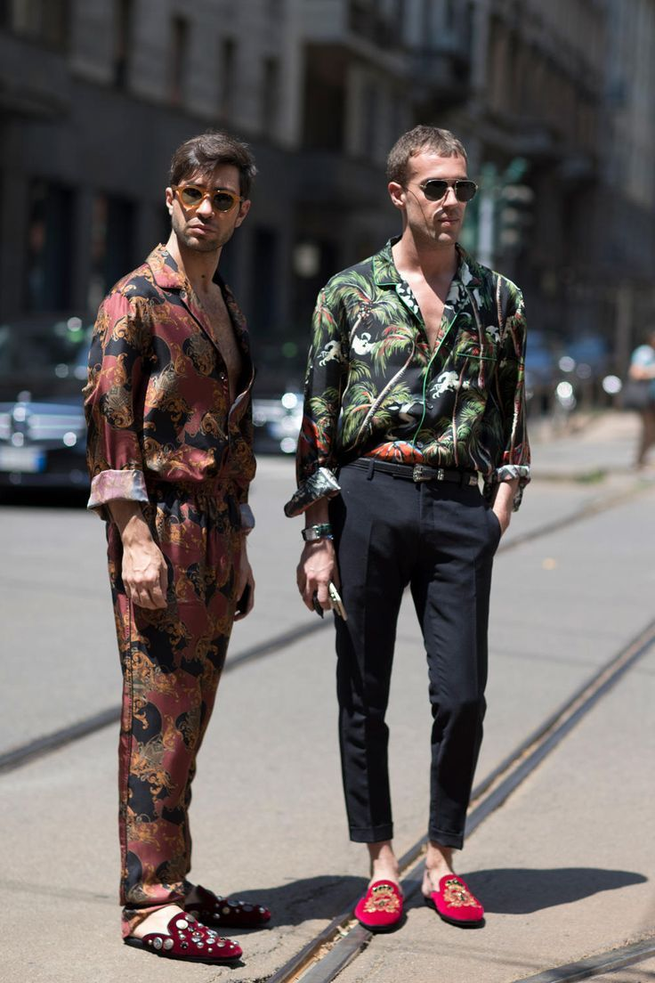 White Graphic TShirts Were Everywhere at Milan Men's Fashion Week is part of Milan men's fashion week - See our favorite street style looks from Spring 2018 men's fashion week in Milan