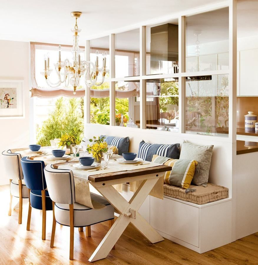 Cocina Cerrada Con Cristal Efecto Ventana Y Banco En El Comedor  # Muebles Placencia Razon Social