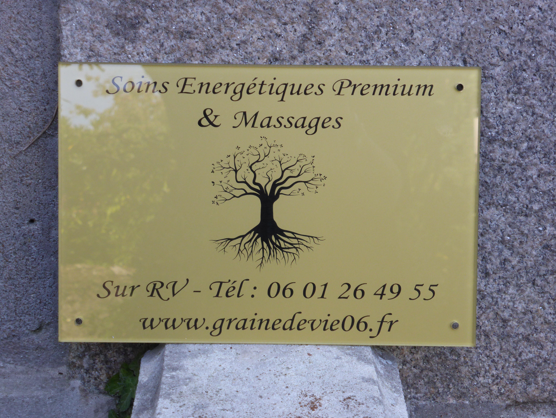Plaque pro plexiglas fond doré gravure de texte et logo noire