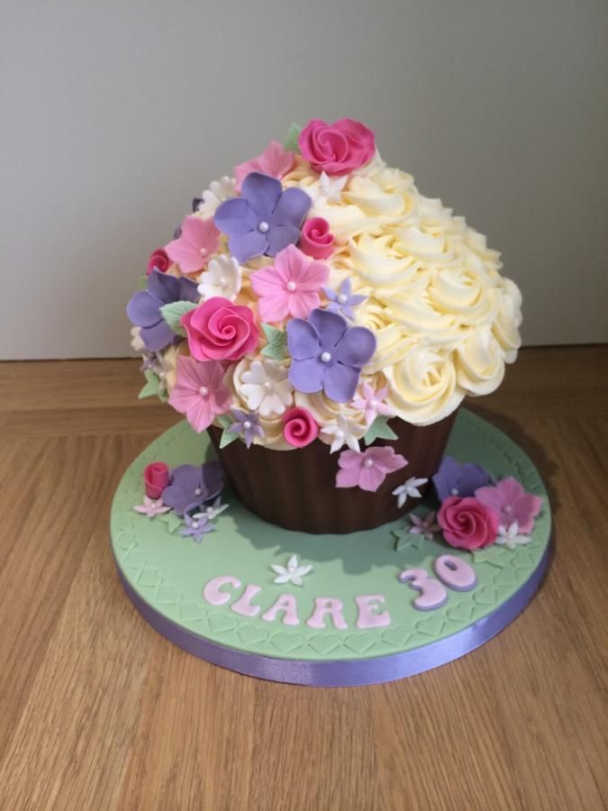 Beautiful Flowers Giant Cupcake - Cake by Sajocakes ...