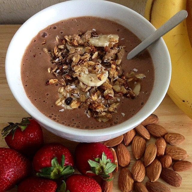 A banana smoothie bowl blended with almond milk, 1 pitted date and 2 tsp of unsweetened cacao powder. Topped with banana and homemade granola