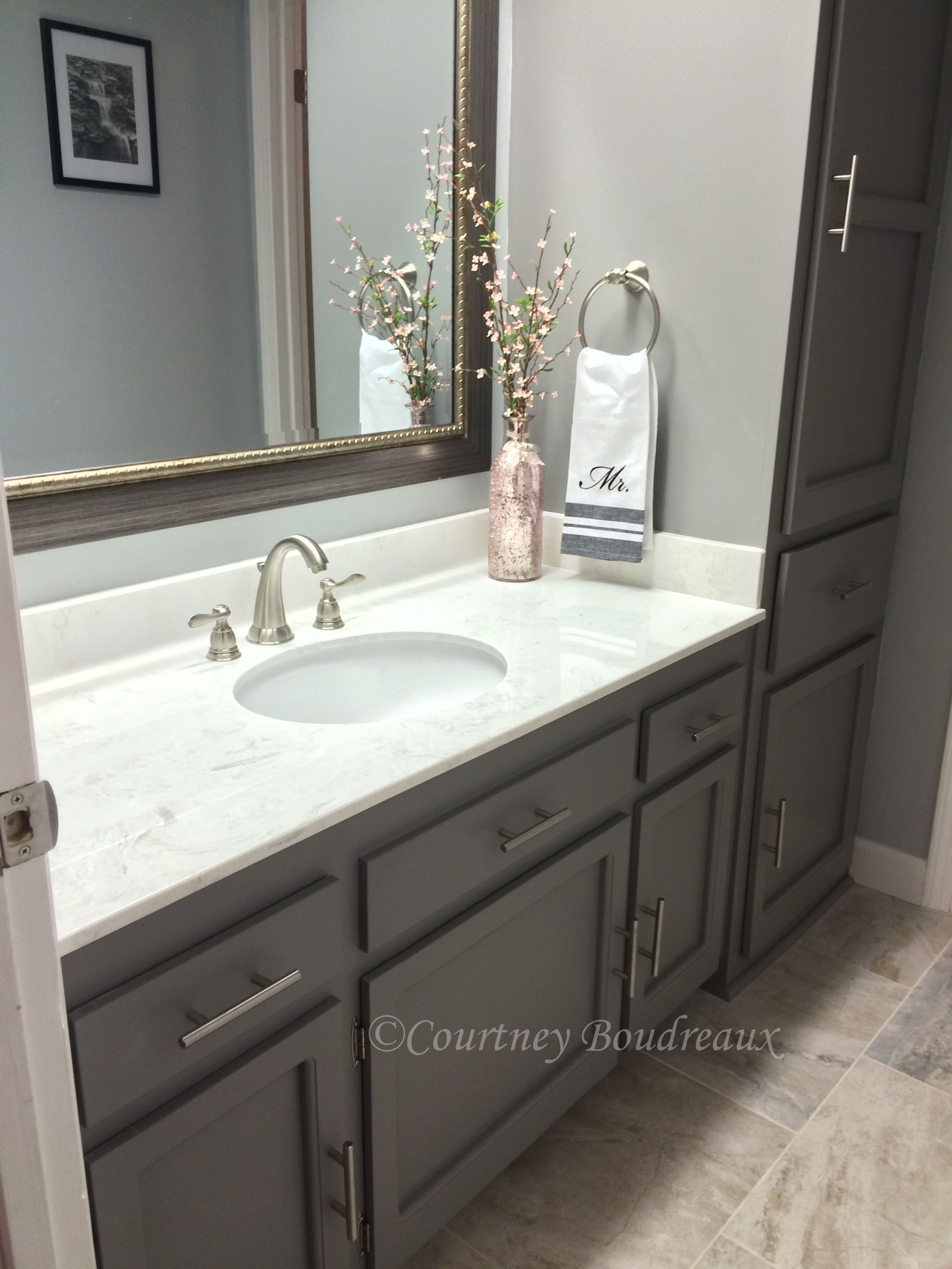 grey and white bathroom behr paint using color. Black Bedroom Furniture Sets. Home Design Ideas