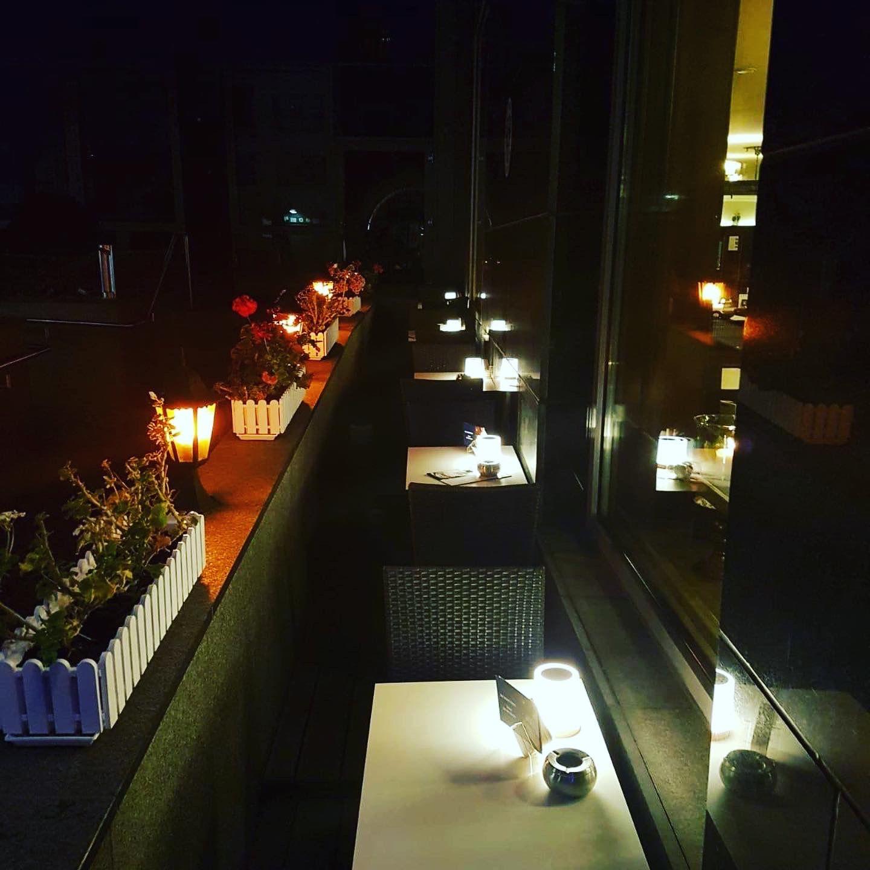 Terrasse Bei Nacht In 2020 Restaurant Berlin Mitte Restaurant Berlin Haus Berlin