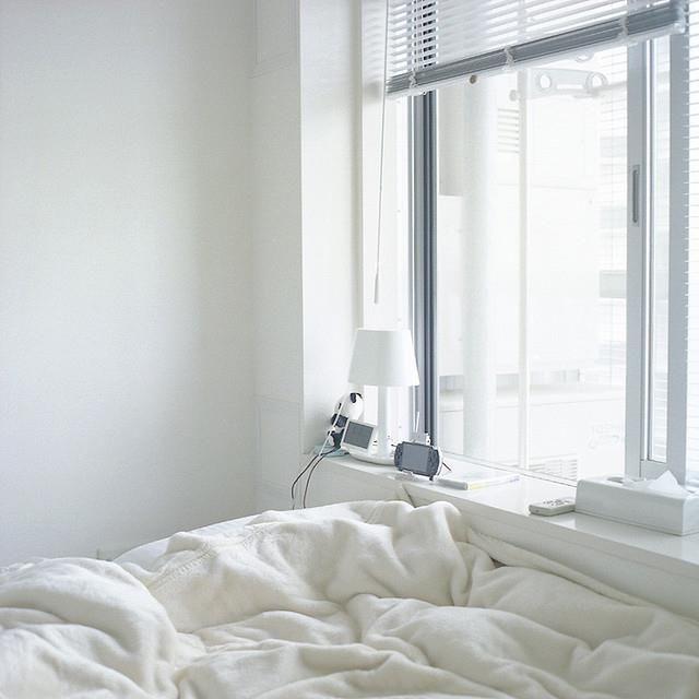 Il letto sotto la finestra un 39 ottima scelta per chi ama - L onorevole con l amante sotto il letto ...