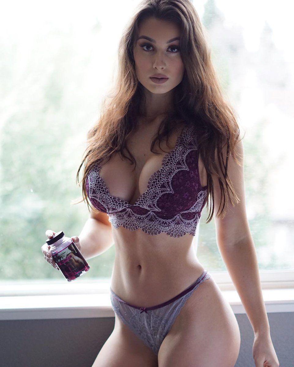 Bianca Kmiec Nude Photos 20