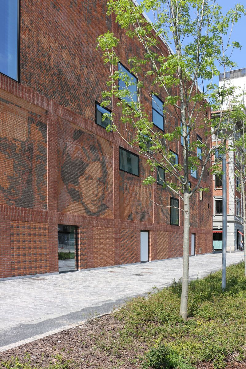 Vista exterior de la Casa de la Memoria de Milán por Baukuh. Fotografía © José Juan Barba.