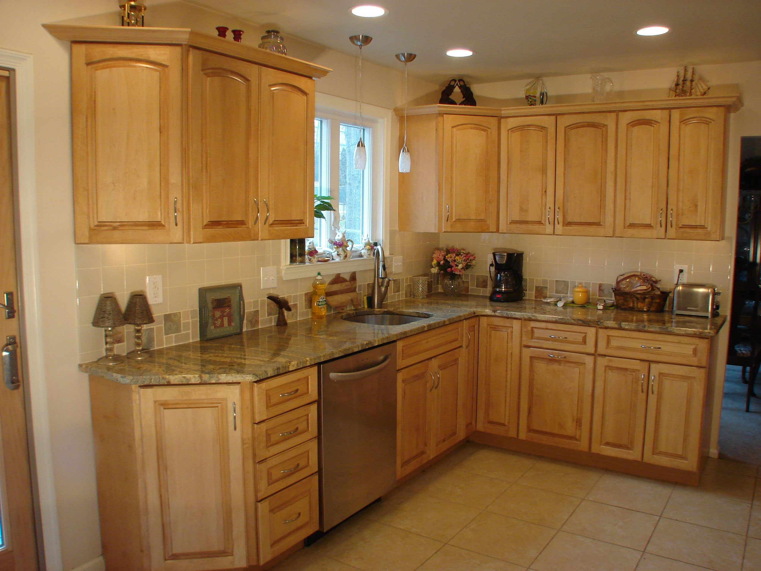 decorating soffit above kitchen cabinets decorating ideas ...