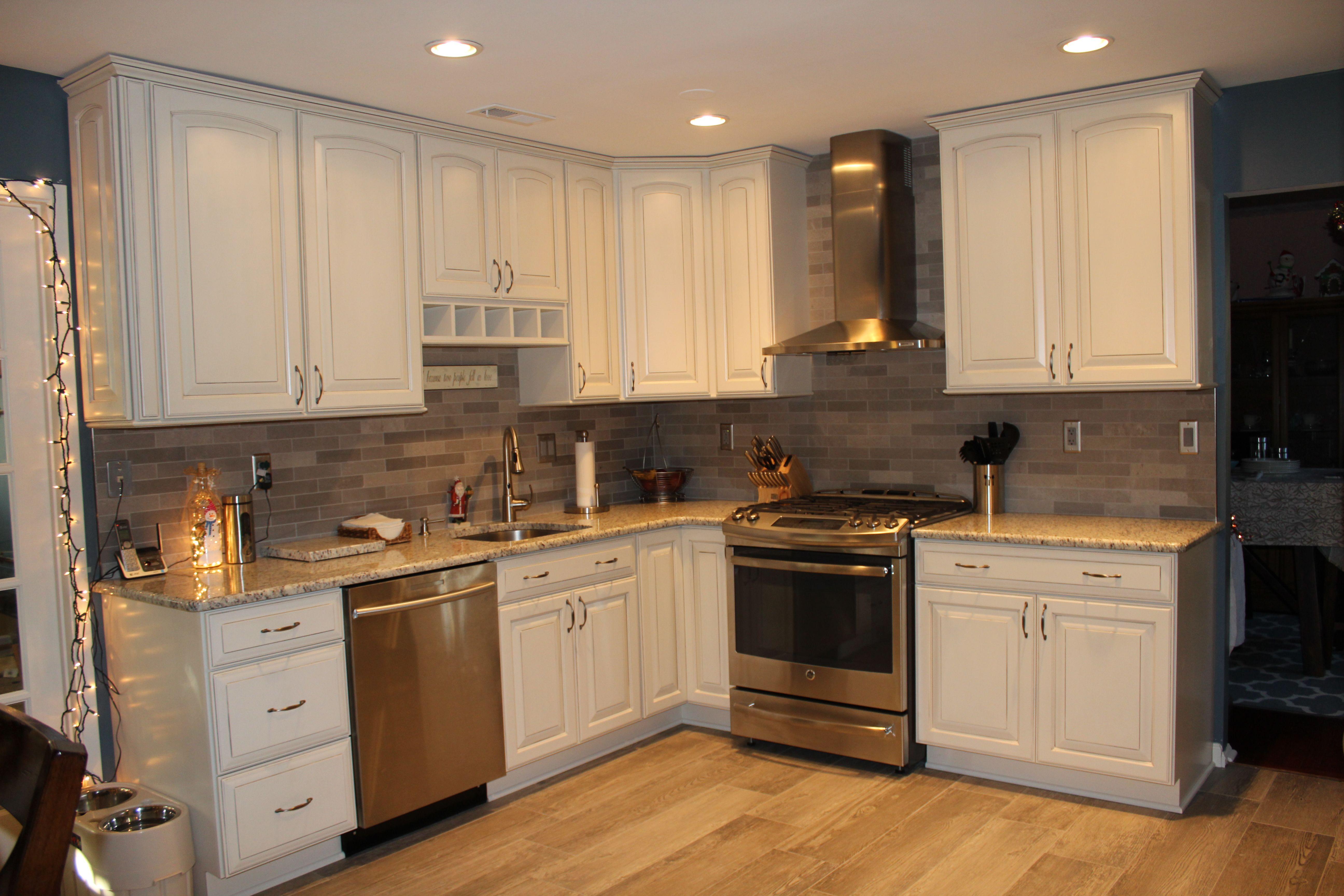 White Kitchen Grey Stone Backsplash Novocom Top