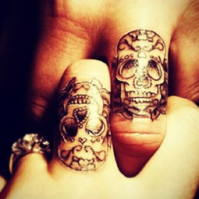 Such A Cute Couples Tattoo Idea Especially Since I Looove Skulls Like This With Images Skull Finger Tattoos