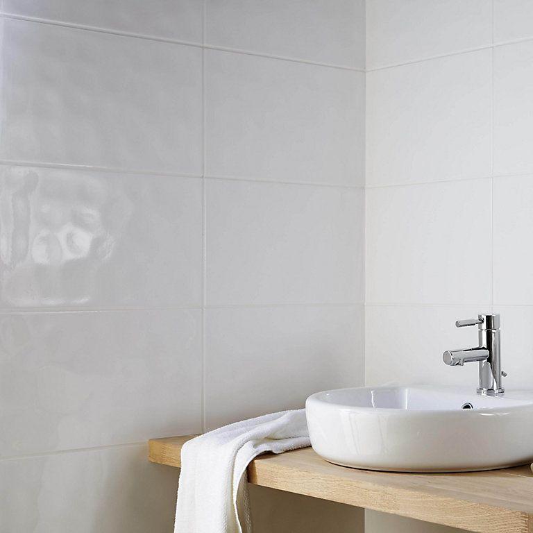 Core White Ceramic Wall Tile Pack Of 10 L 250mm W 400mm Diy At B Q Bathroom Tile Designs Bathroom Wall Tile Ceramic Wall Tiles