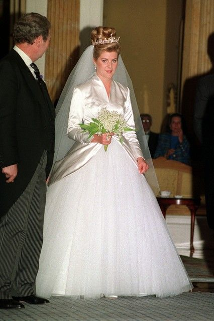 OCTOBER 1993 – Serena Stanhope wears a dress by young couturier Bruce Bobbins as she leaves Claridge's Hotel to marry Lord Linley at St. Margaret's Church in London.