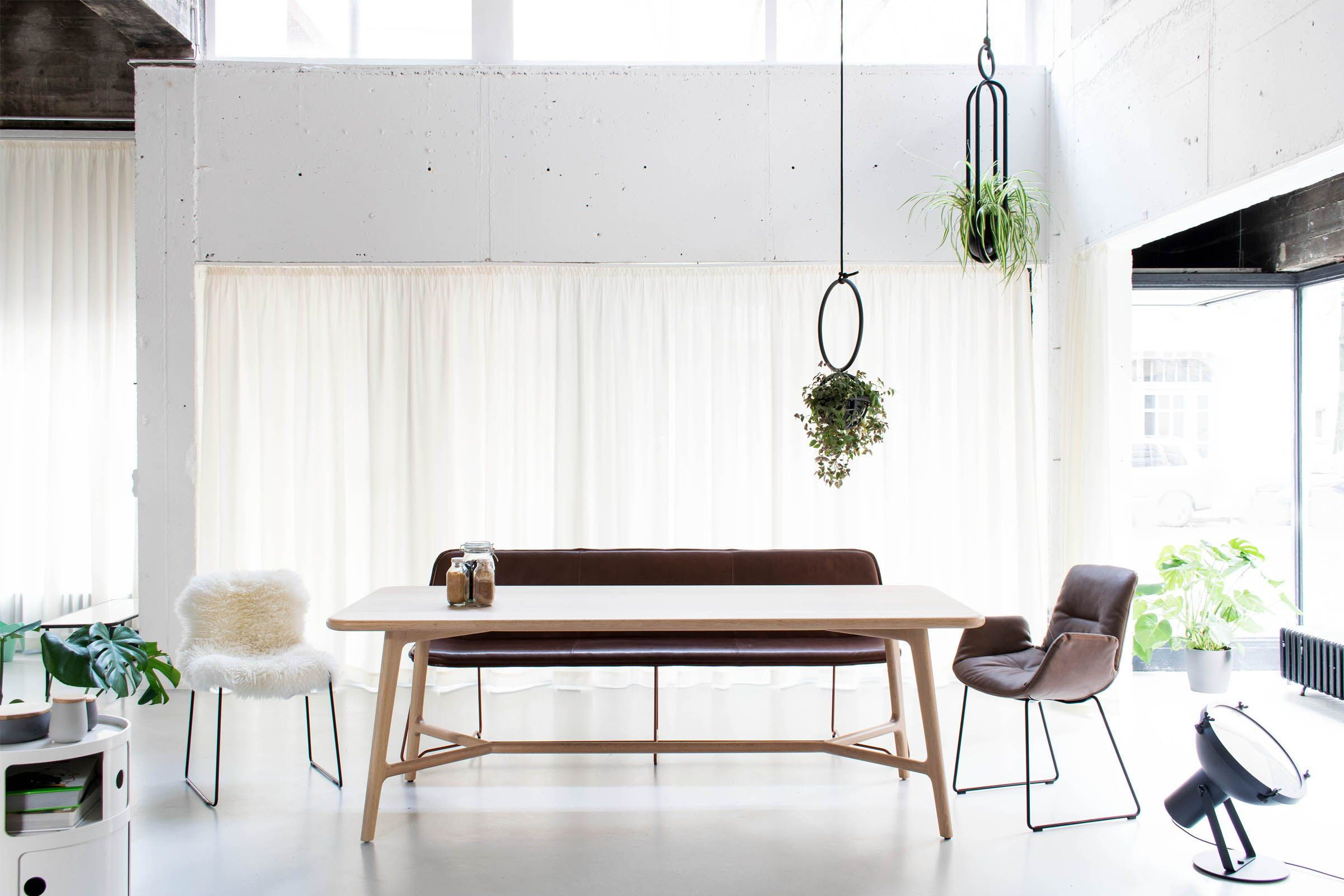 helle atmosphare inszeniert in einem stilmix aus skandi alpin und industrial design by