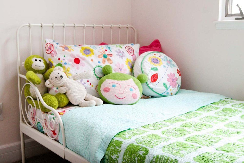 Want to sew happy sheets, throw pillows etc for the girls!