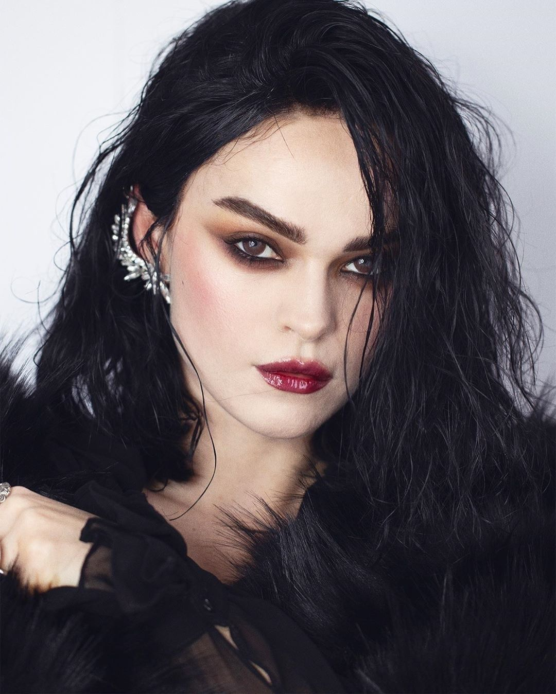 Ttdeye Queen Chocolate Colored Contact Lenses In 2020 Black Hair Pale Skin Makeup Hair Pale Skin Pale Skin Dark Hair Makeup
