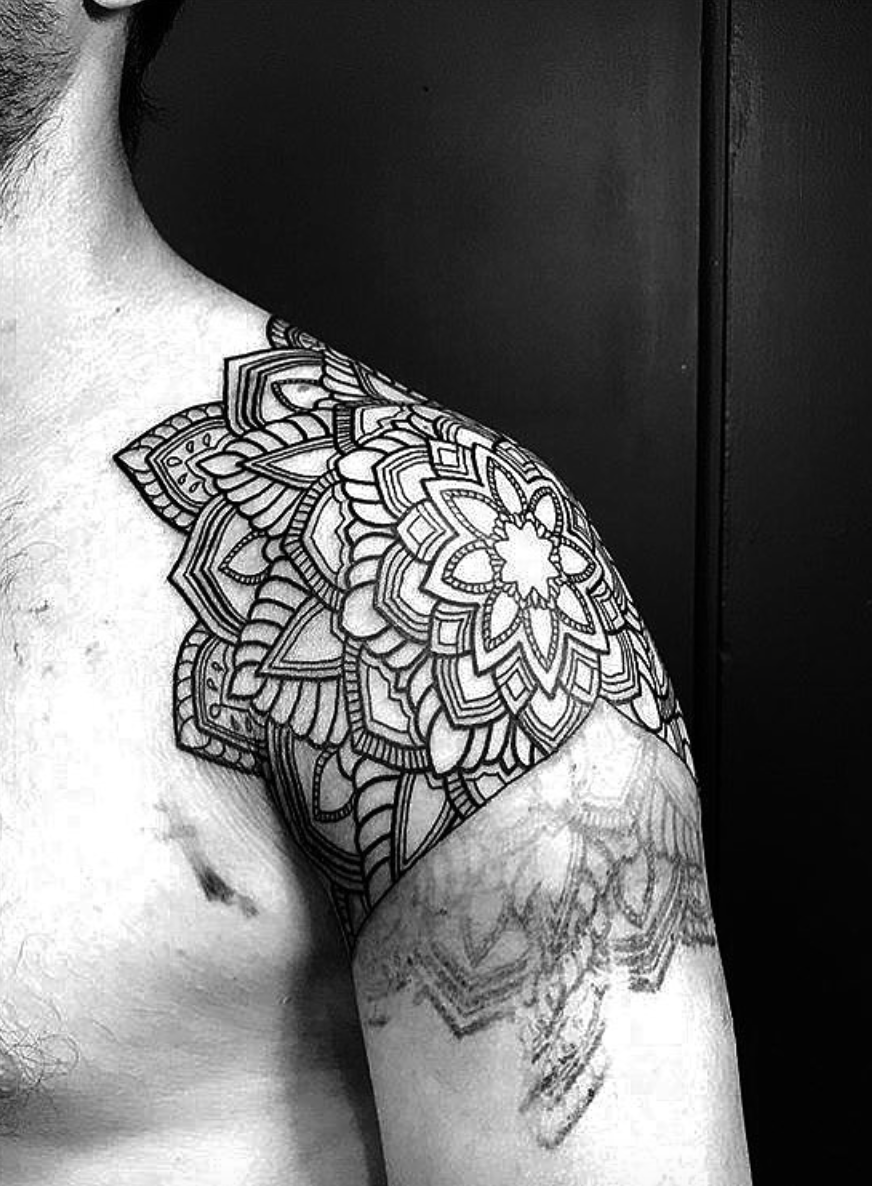 Blackwork Mandala Shoulder Tattoo Follow Me On My Blog To Join All My Tips And Tricks About Geometric Tattoo Shoulder Tattoos For Guys Mandala Tattoo Shoulder