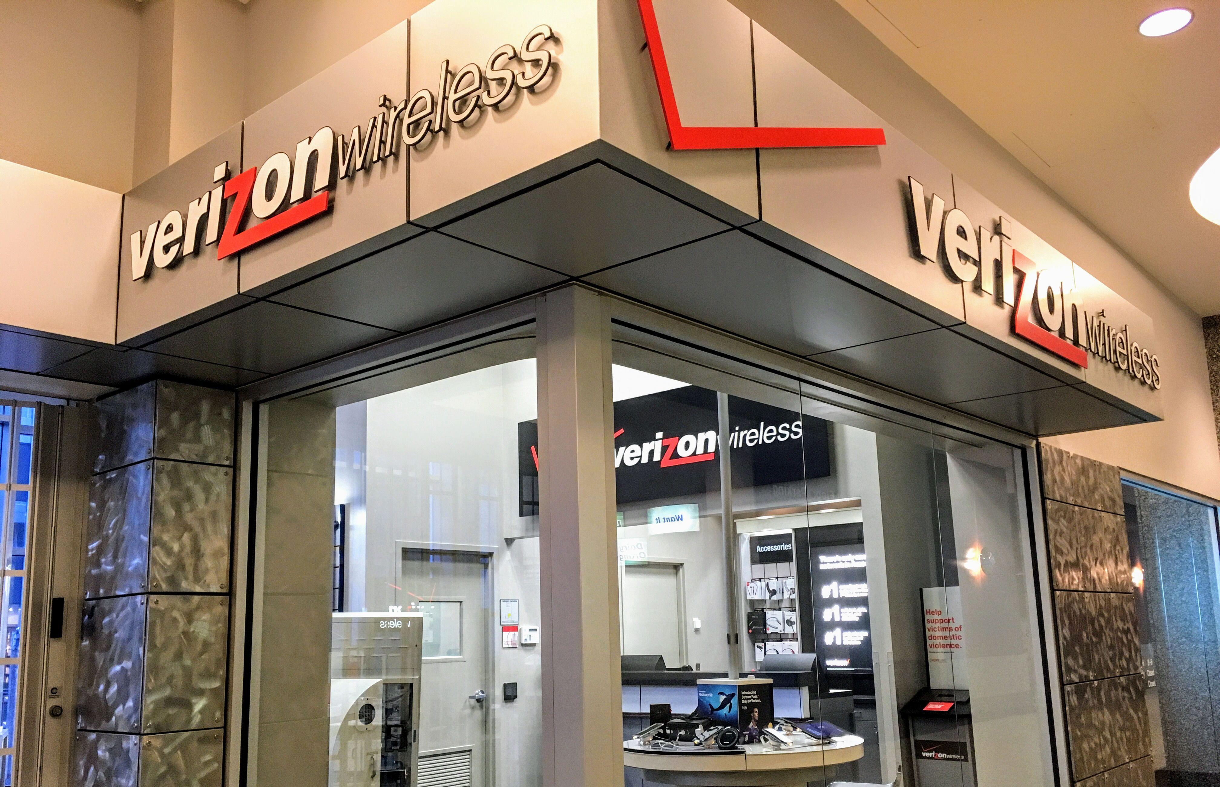 Verizon Wireless Store On The Skyway In The Us Bancorp Building Verizon Msp Minnenapolis Mylocalmn Localmn Photography Formas