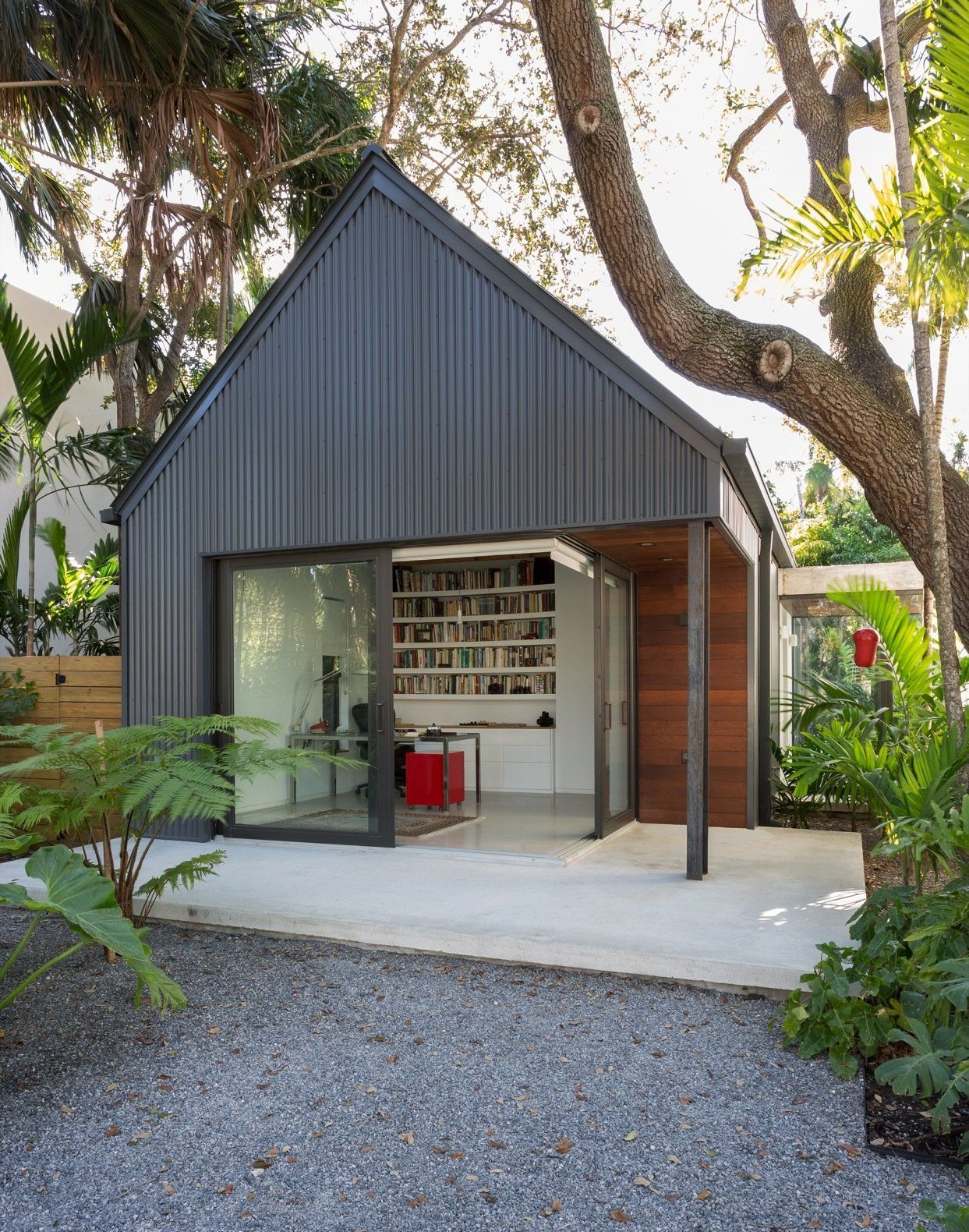 Photo 2 Of 21 In A Minimalist Bungalow In Miami Welcomes A Sleek New House Exterior Architecture House Modern Exterior